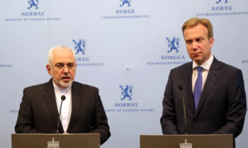 Iranian Foreign Minister Mohammad Javad Zarif (L) and his Norwegian counterpart Boerge Brende attend a joint press conference in Oslo on June 13, 2016.