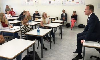 Minister of Foreign Affairs Børge Brende visited the Roald Amundsen upper secondary school in Oppegård municipality on World Oceans Day 8 June. Credit: Astrid Sehl, MFA