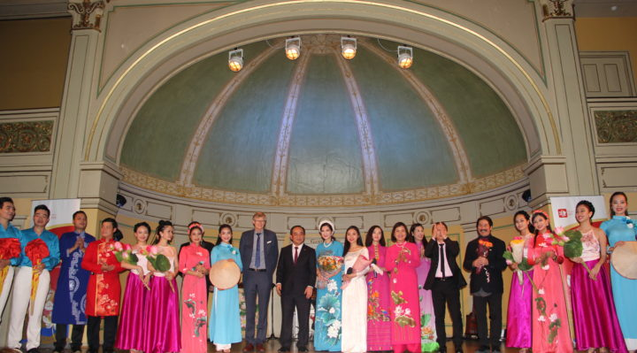 "Vietnamese artists presented Norwegian folk songs ""Haavard Hedde"", ""Per spelmann"" and ""Nocturne"", music played with Vietnamese traditional musical instrument 10. Vietnamese Deputy Minister Le Khanh Hai (tenth  from left) and Ambassador Le Thi Tuyet Mai (eighth from right) expressed sincere thanks to all guests and artists and those who helped to organize the Vietnamese Cultural Event."