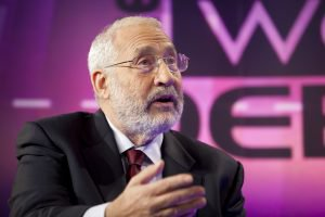 Nobel Prize-Winning Economist Says Bitcoin Should be 'Outlawed'